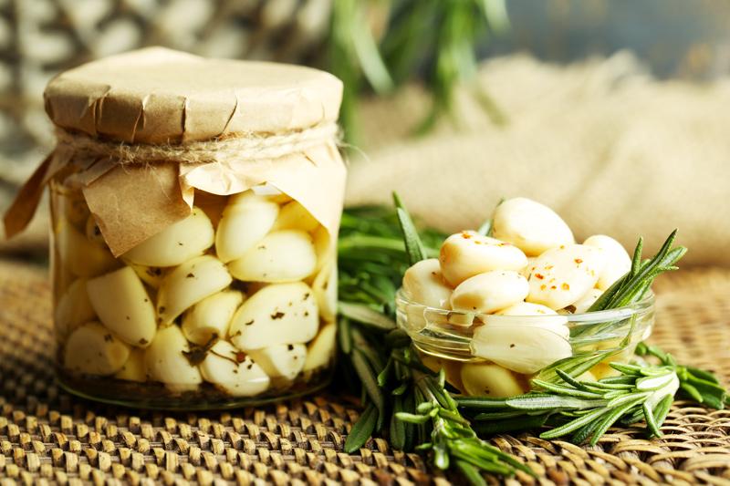 Come fare l'aglio sott'olio